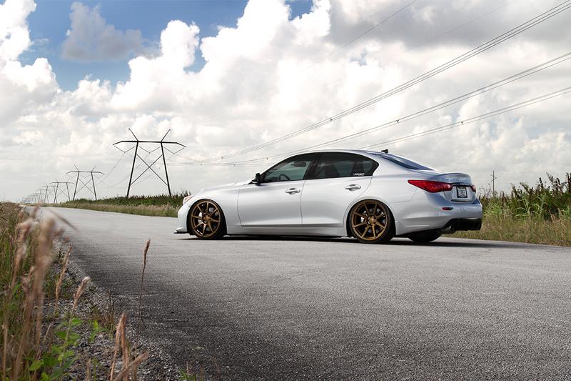 Infiniti-Q50s-Automotive-Sideview-Velgen